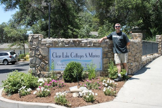 Clear Lake Cottages & Marina: The sign