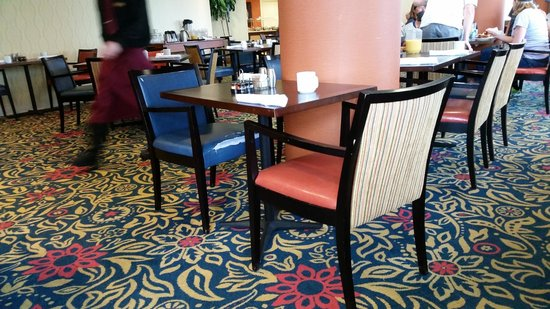 Kansas City Marriott Country Club Plaza: hotel showing signs of wear... note chair seat