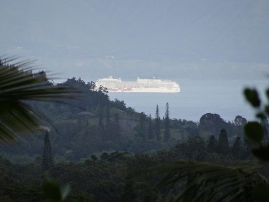 Maui Tradewinds: View of Cruise Ship's Arrival