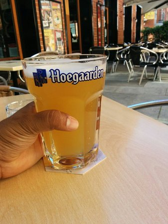 Belgian Beer Cafe Oostende: Mega Pint. Nice location and great choice of beers.