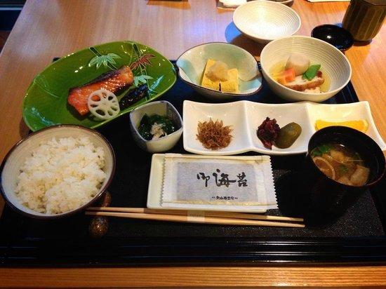 Hotel Niwa Tokyo : 縁(ゆくり)の朝食です。庭園を見ながら朝から美味しい朝食。