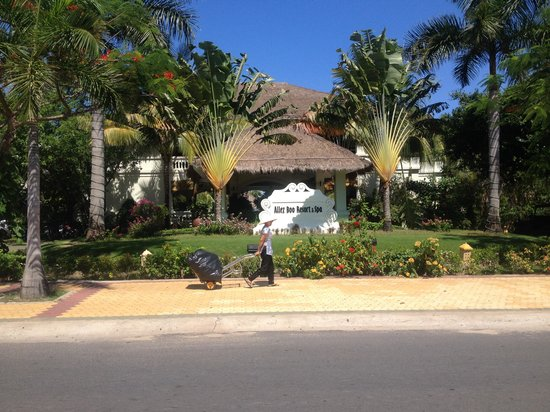 Allezboo Beach Resort & Spa : Front entrance