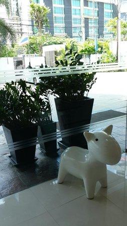 Park Plaza Sukhumvit Bangkok: Mascot of the hotel...