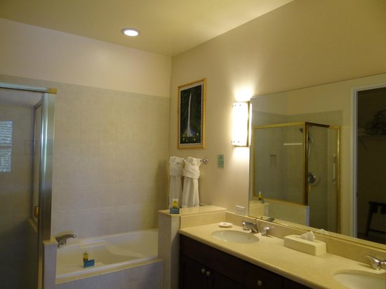 Fairway Villas: Master Bathroom Unit O-32