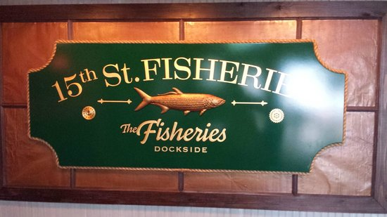 15th Street Fisheries: Best place for Happy Hour