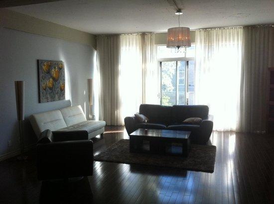 Loft Hotel: Living room