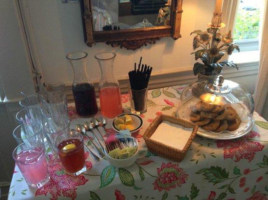 Ships Inn : Tea, Lemonade, and Cookies