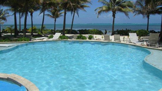 Coral Bay Villas: salt water pool
