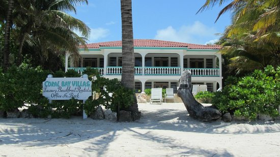 Coral Bay Villas: hotel from beach
