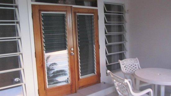 Coral Bay Villas: doors to balcony