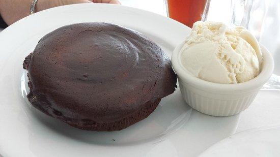 Shula's on the Beach : Molten Chocolate Lava