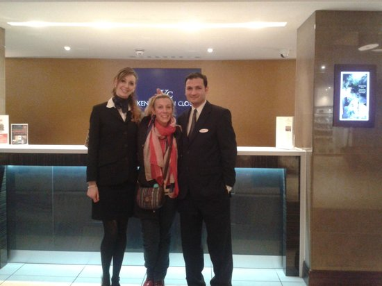 Holiday Inn London - Kensington: Hall and receptionists.