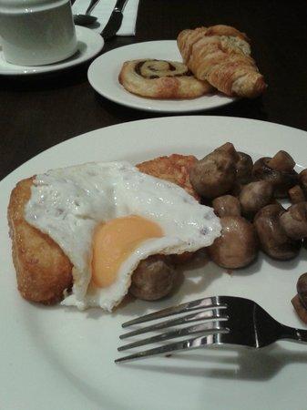 Holiday Inn London - Kensington High Street: Breakfast.