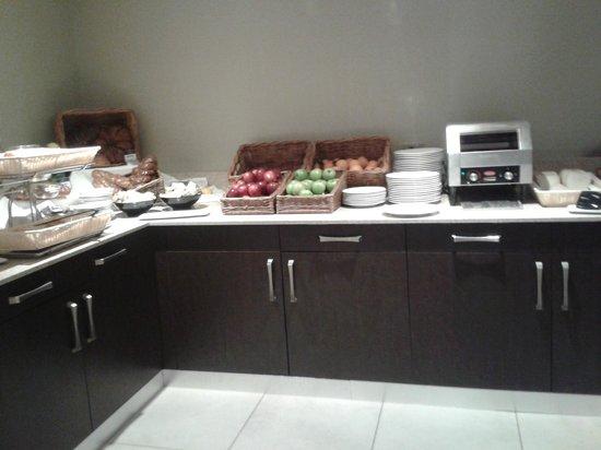 Kensington Close Hotel : Breakfast.