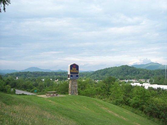 Best Western Smoky Mountain Inn: Looking east from hotel