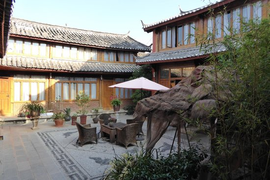 Wuer Inn: Our room from courtyard