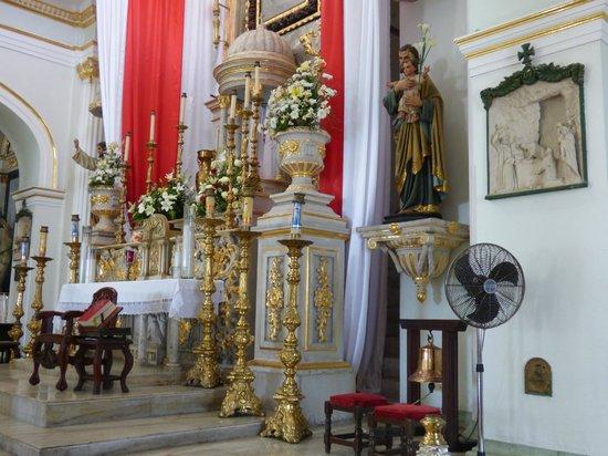 La Iglesia de Nuestra Senora de Guadalupe: Alter View