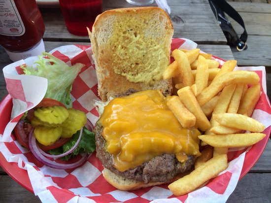 The Grace Miller Restaurant: Green chile cheeseburger