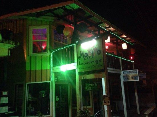 Mojo Lounge & Bartique: Mojo's at night