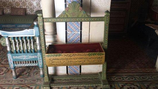 Museo Dar Essid: babys crib