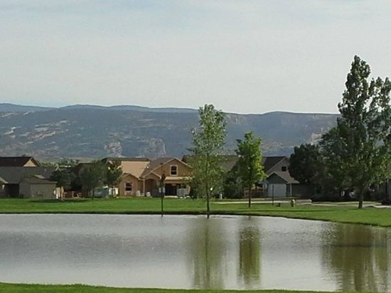 Grand Junction, CO: peaceful neighborhood and pond
