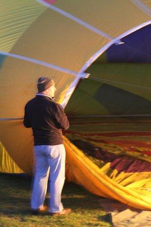 Barossa Balloon Adventures: helping with the balloon