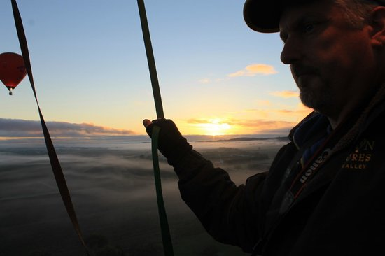 Barossa Balloon Adventures: sunrise