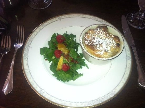 Hillbrook Inn: Breakfast salad and pudding