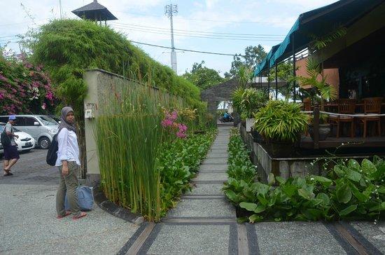 Alam KulKul Boutique Resort: Entrance