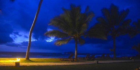 Hikka Tranz by Cinnamon: The pool and beach area by twilight