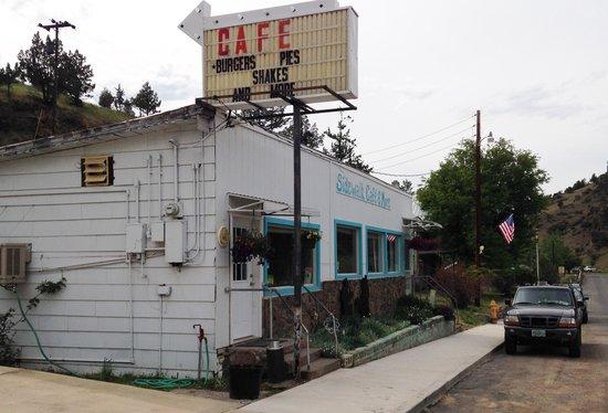 Sidewalk Cafe & More: Restaurant Front