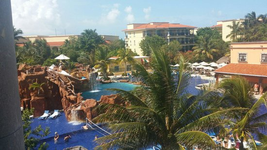 Hotel Marina El Cid Spa & Beach Resort : View from our room: building 16
