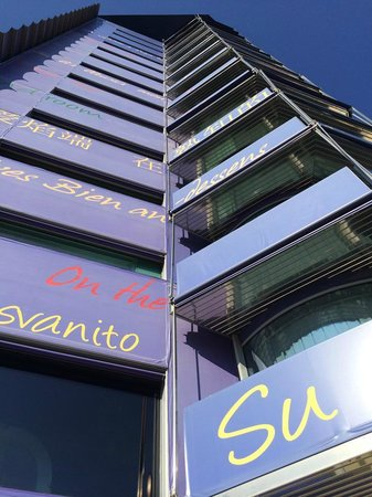 Hotel Puerta América: tampak luar