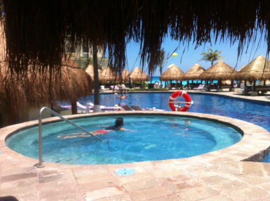 Paradisus Cancun : the private Bali beds in the Royal club are amazing.