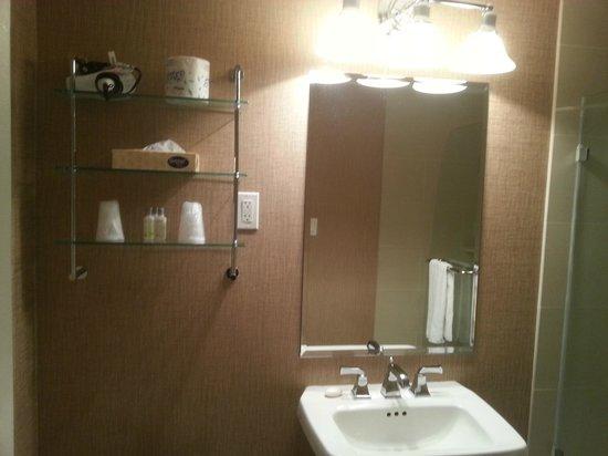 Resorts Casino Hotel: Renovated bathroom