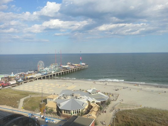 Resorts Casino Hotel: Steel Piers Amusement Park - view from our room
