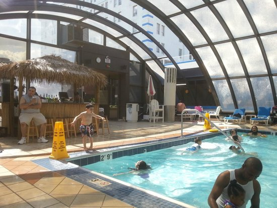 Pool bar area picture of resorts casino hotel atlantic for Pool show atlantic city