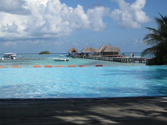 Club Med Kani : pool deck
