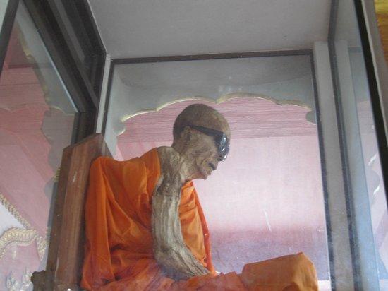 Wat Khunaram (Mummified Monk): Мумифицированный монах