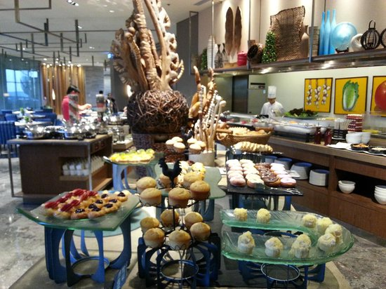 Holiday Inn & Suites Makati: What a feast!