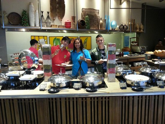 Holiday Inn & Suites Makati: Flavors is the name of this restaurant