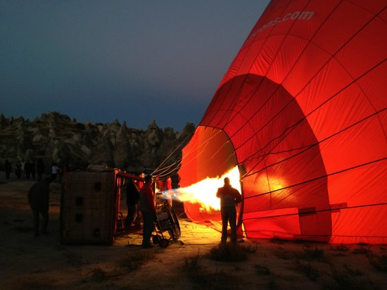 Cappadocia Voyager Balloons : Our balloon filling up