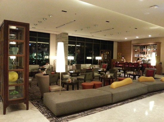 Holiday Inn & Suites Makati: Citron Lobby Bar