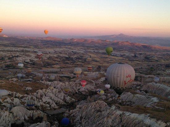 Cappadocia Voyager Balloons : Balloons over Capadoccia