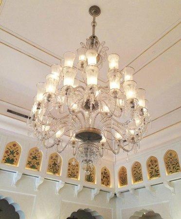 The Oberoi Rajvilas: the lobby chandelier
