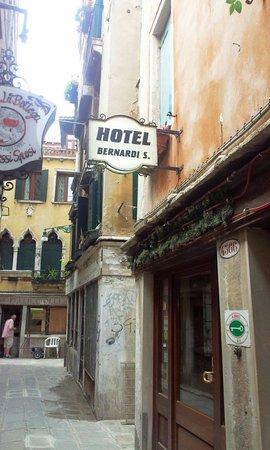 Hotel Bernardi Semenzato: Here, finally! The main hotel.