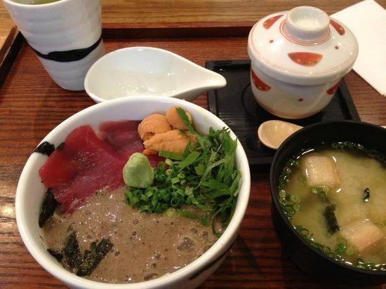 Kaisendonhinode: 自然薯とマグロの海鮮丼にうにのトッピング!