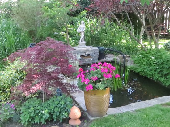Britaly Bed and Breakfast: English country garden