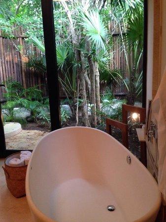 Viceroy Riviera Maya: Bath tub