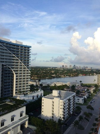 Hilton Fort Lauderdale Beach Resort: view of coastal waterway from room
